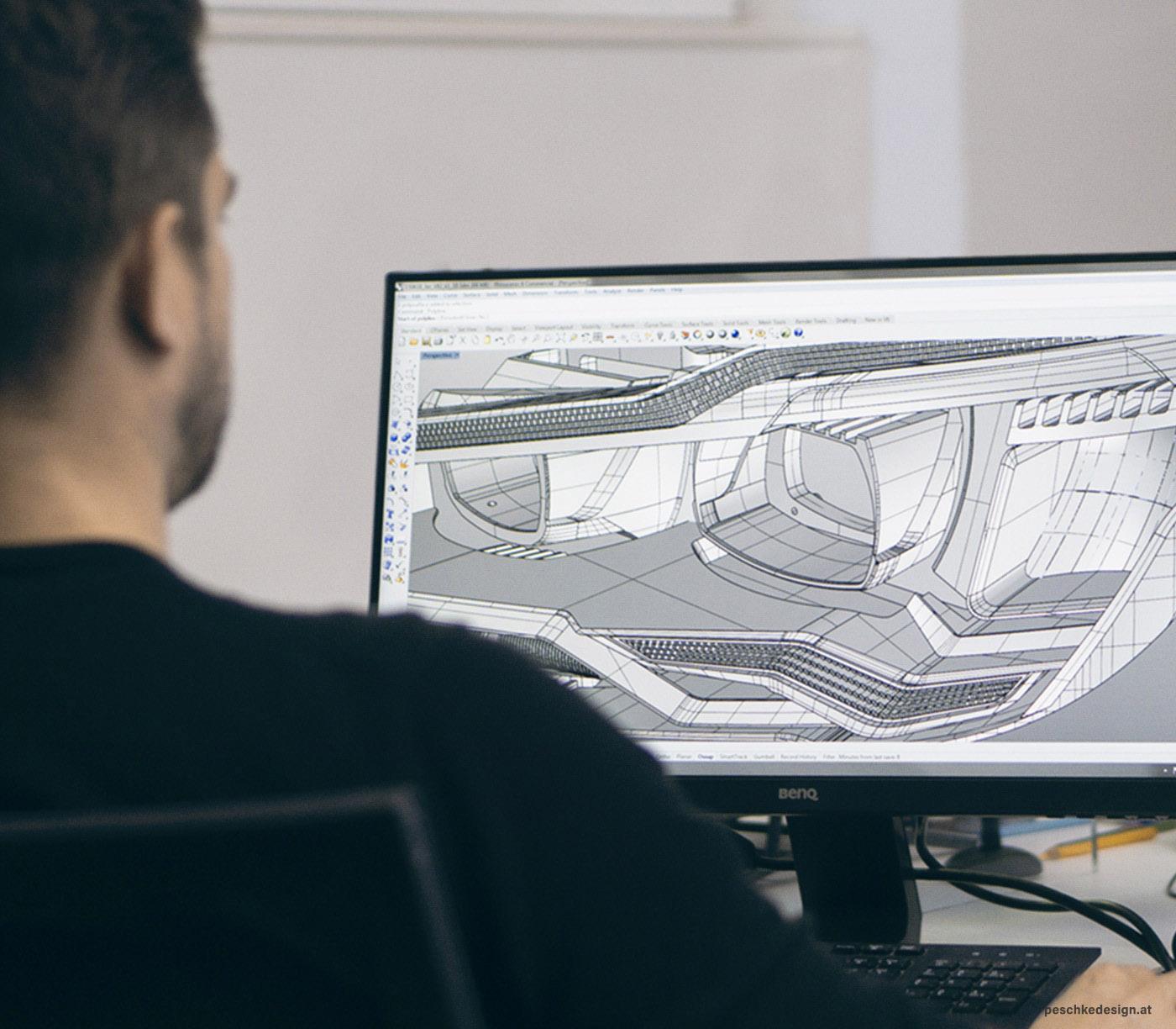 Der Industriedesigner Heinrich Lentz arbeitet an einem CAD Modell.
